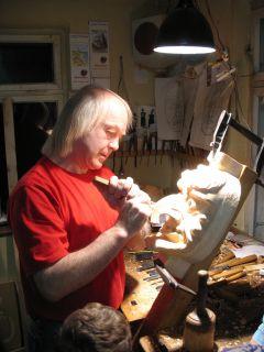54 Besuch beim Maskenschnitzer 2006