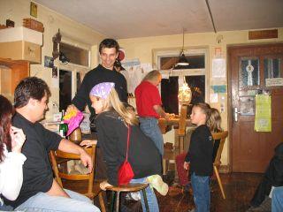55 Besuch beim Maskenschnitzer 2006